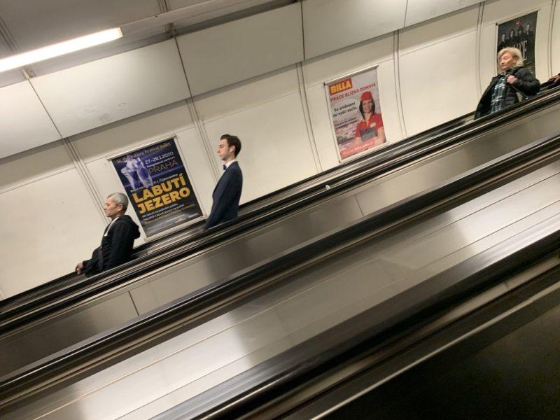 プラハ地下鉄エスカレーター