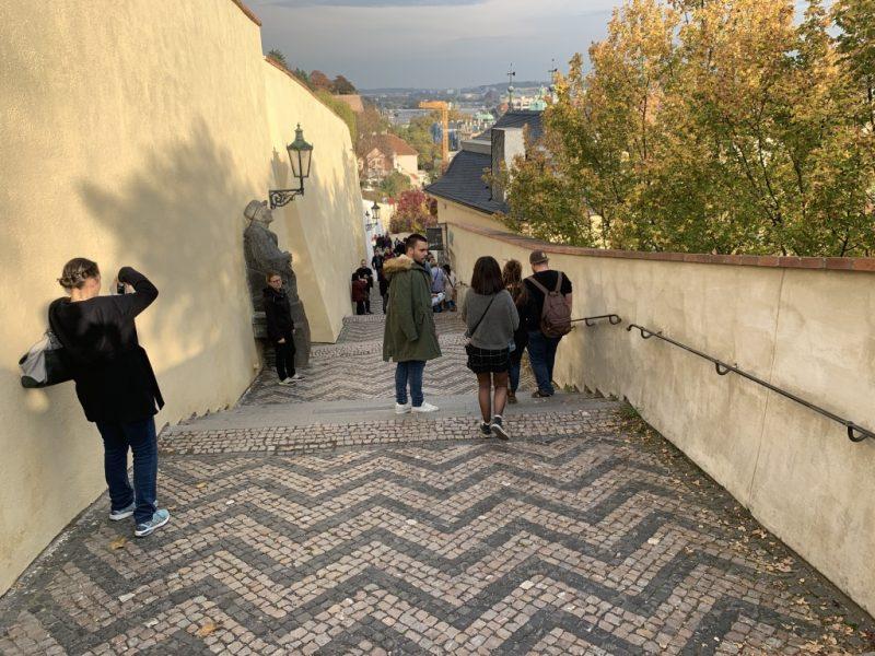 プラハ城への道