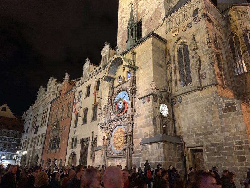 プラハ旧市庁舎と天文時計