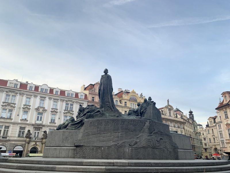プラハ旧市街広場 ヤンフス像