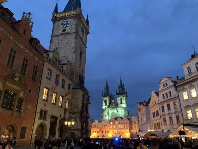 プラハ旧市庁舎とティーン教会
