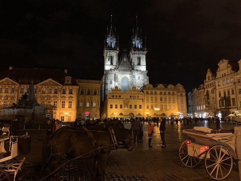 プラハ旧市街広場 夜