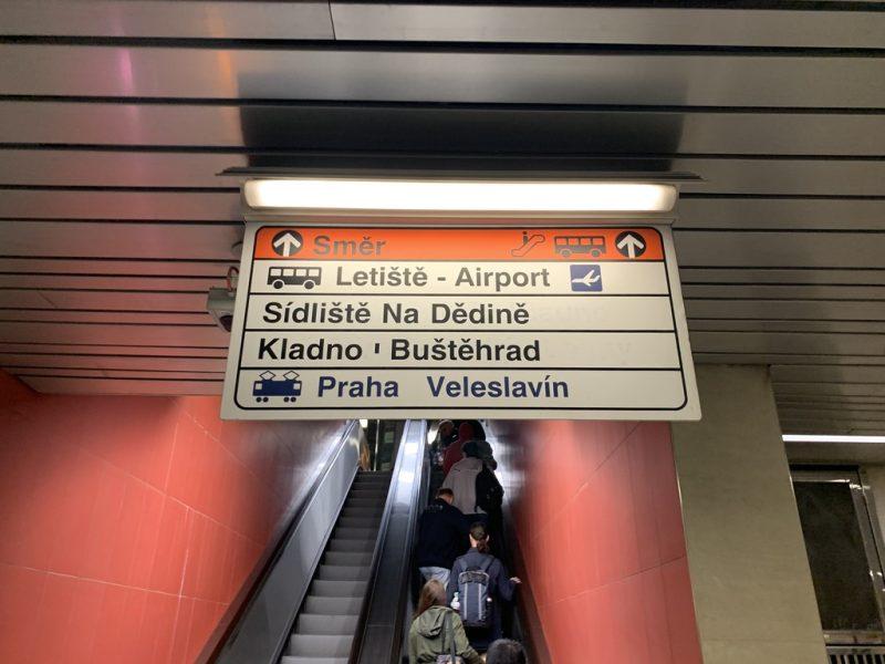 プラハ国際空港までのバス案内