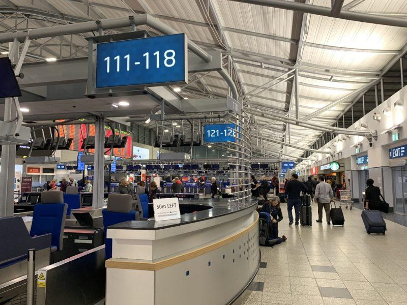 プラハ国際空港カウンター