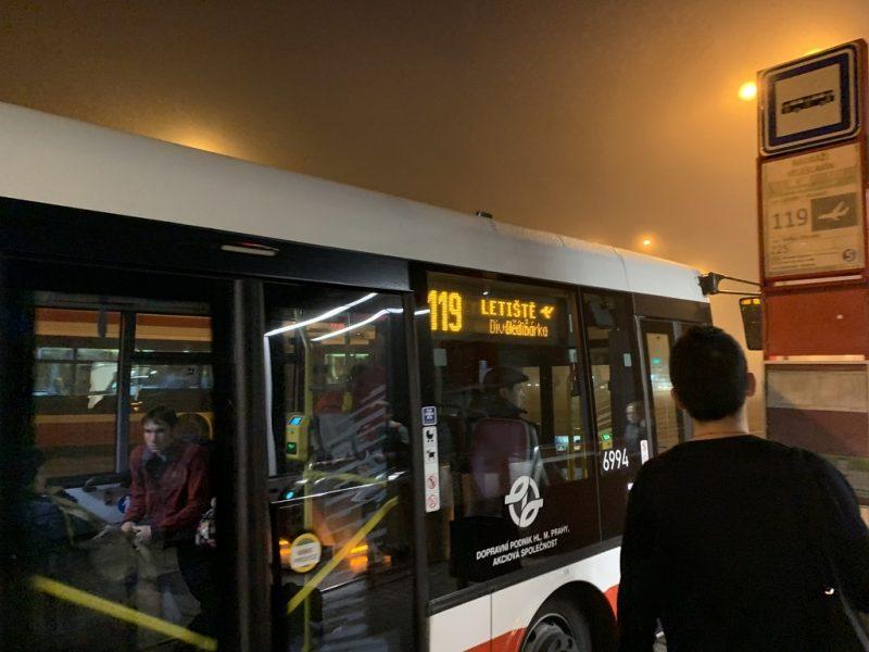 プラハ国際空港行きバス