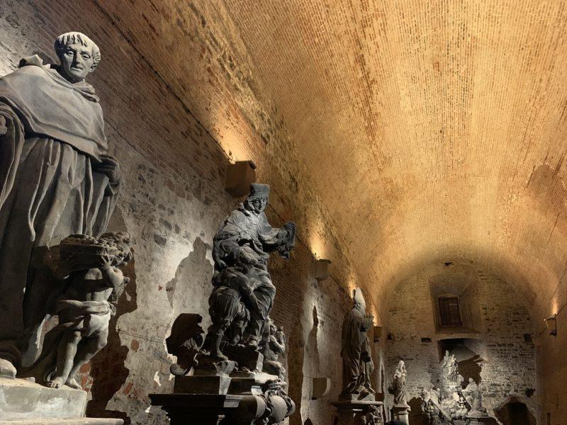 カレル橋の聖人像 本物