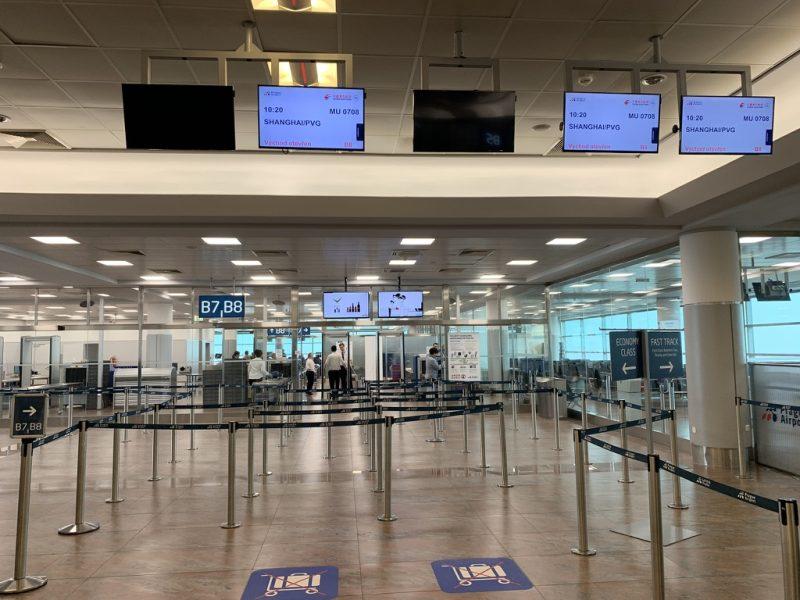 プラハ空港搭乗前手荷物検査